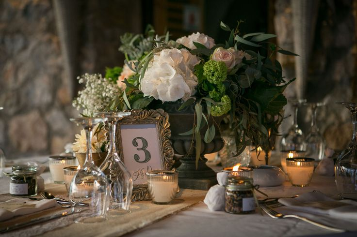 Details of the wedding table : eucalyptus, baby's breath, O'hara roses and hydrangeas! <3