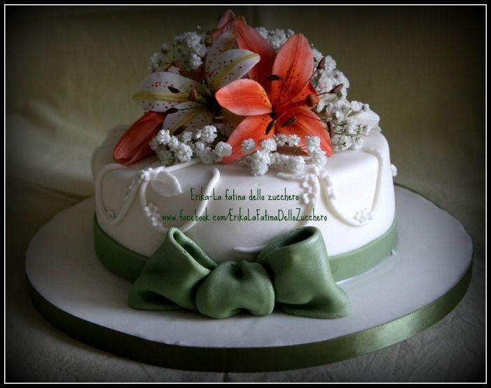 Buon anniversario. Torta ispirata al bouquet e vestito della sposa.  31 maggio 2014
