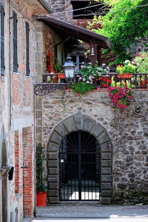 Flowered Gate, Filattiera, Province of Massa and Carrera , Tuscany