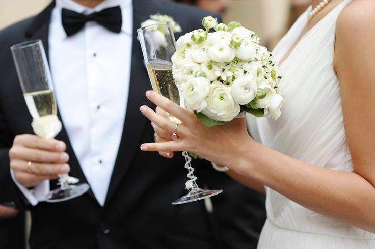 Laten we proosten! Binnen het ceremoniepakket, is een glas bubbels voor jullie speciale gasten inbegrepen! Vraag naar onze mogelijkheden.