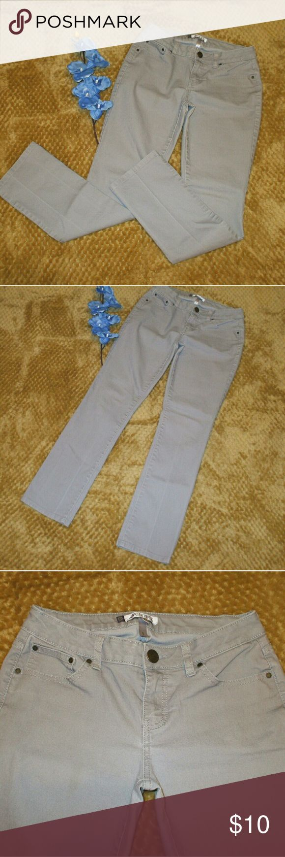 Jennifer Lopez Gray Straight Leg Jeans Gray denim - Straight leg - 76% cotton, 22% polyester, 2% spandex - Beautiful pre-owned condition - smoking home Jennifer Lopez Jeans Straight Leg