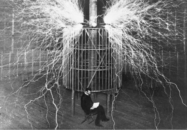 frases de Nikola Tesla. «En realidad no me preocupa que quieran robar mis ideas, me preocupa que ellos no las tengan»