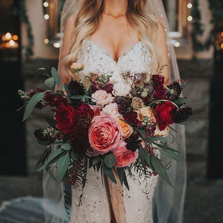 Who else is in the mood for this rich, dark, bloom heavy bouquet? Captured by @photosbyblush of the beautiful @nicoal_ann