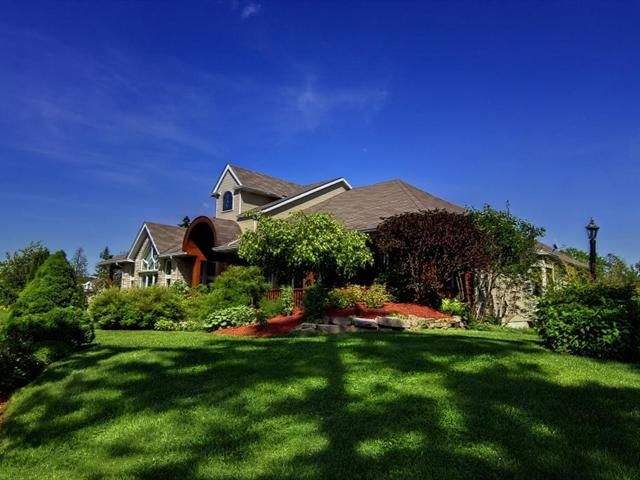 NOUVEAUTÉ SUR LE MARCHÉ ! Magnifique domaine très privé de 8.72 acres sur le bord du lac Grenier, Estérel 1 198 000$