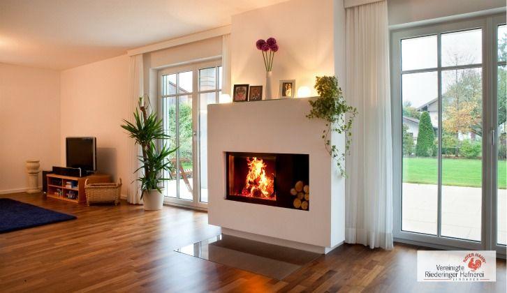 Weiß gemauerter Heizkamin der durch einen großen Feuerraum den Einblick in ein stimmungsvolles Flammenspiel zulässt. #Holzofen #ModernerKamin #Moderner Ofen www.ofenkunst.de