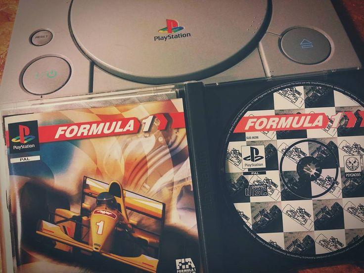 Kubicy z toru ściągnąć nie mogli nie będę gorsza. Przyznać się - który haker już wymyślił jak do pierwszego szaraka podłączyć kierownicę z USB?  #neiragra #F1 #racing #gaming #PSX