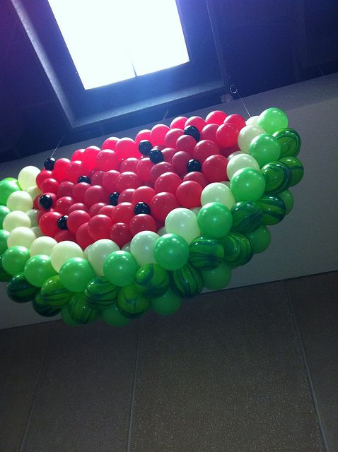 Watermelon Balloon Sculpture #Themed party decoration #Inspiration +++ Escultura de globos en forma de sandia Decoracion de fiesta tematica