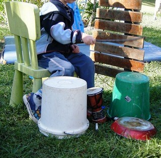 Exploring 'home-made' musical instruments in the great outdoors! TONS of ideas in this exhaustive article. ++++++++Music Center, Music Plays, Ideas, Children Plays, Music Instruments, Preschool Outdoor, The Great Outdoor, Outdoor Plays, Outdoor Music