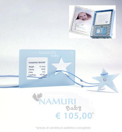 https://itcportale.it/products/cofanetto-namuri-baby-stella-2/#store3378 A un bambino che nasce regala un diamante, il suo amuleto per una vita brillante. Un ciondolo con un diamante nel cuore: Una Stella. La tavoletta per l'impronta del suo piedino…un ricordo che non ha prezzo.  Cofanetto Namuri Baby: Stella è una nuova campagna di Saray Store su ITC PORTALE #itcportale #jewelry #diamond #lifestyle #musthave #wedd
