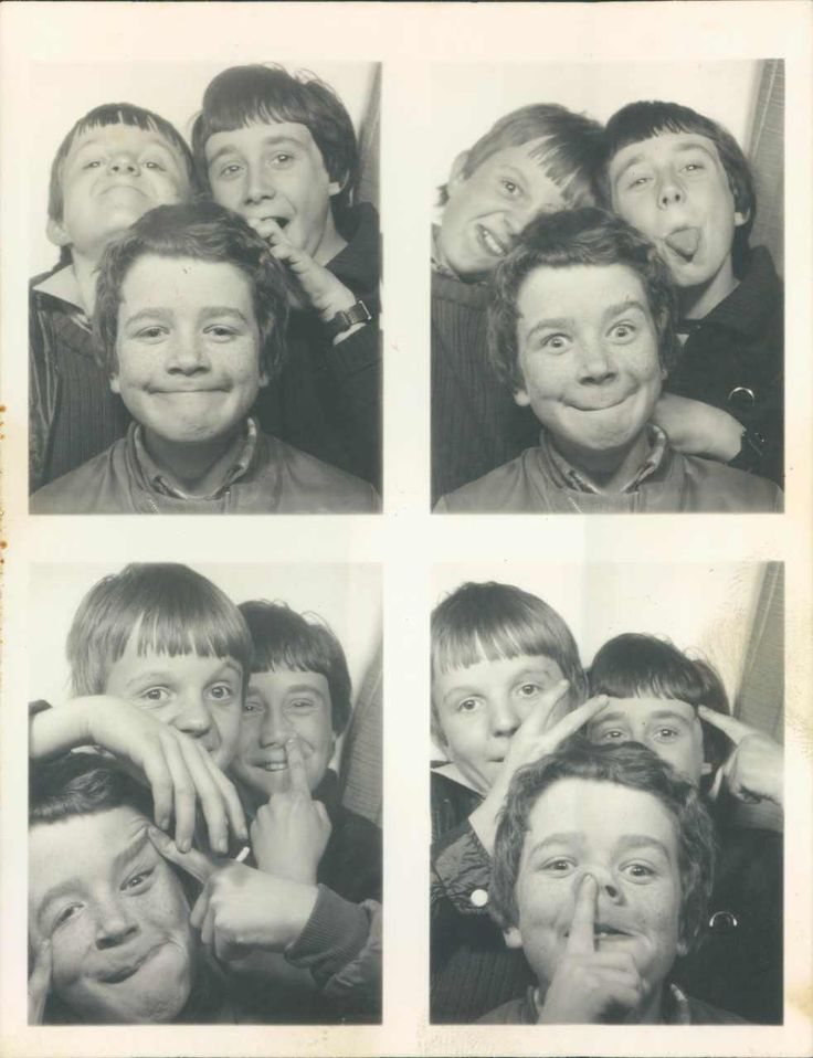 photobooth with friends or siblings