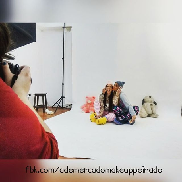 #shootingday   En este día lluvioso para combatirlo hicimos fotos con  #ph @romina Peralta.  #Modelos: Victoria Gallardo y Pau Antonucci  #makeup & #hairstyle @ademercadomakeup (Victoria) y Micaela makeup (Pau)  Si querés realizarte un #Book consultanos vía mensaje privado ó a mercadomakeup@gmail.com y te asesoramos en todo lo que necesites.    #picoftheday #shoot #makeupartist #beauty #bestoftheday #PhotoBack #photoshoot #photography