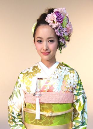 Gorgeous Wisteria Furisode Kimono and Matching Hairstyle