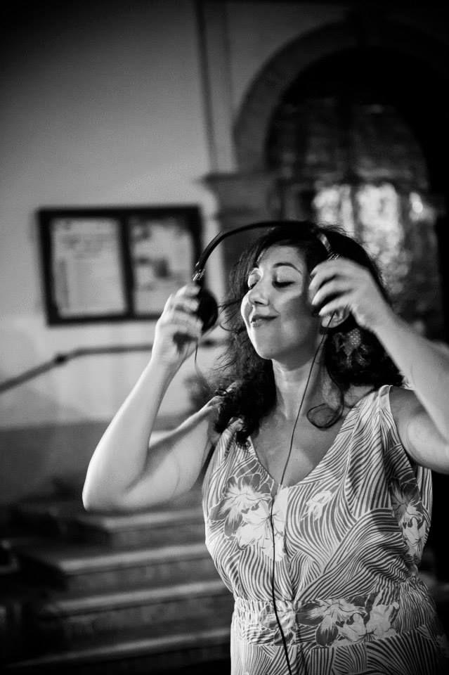 Lady Coqò Djette @ Resistenza GastroFonica Viaggiante Night | Resistenza GastroFonica Viaggiante alla Luna e i calanchi di Aliano. Cibo sentimentale e musica in strada ph. Andrea Semplici