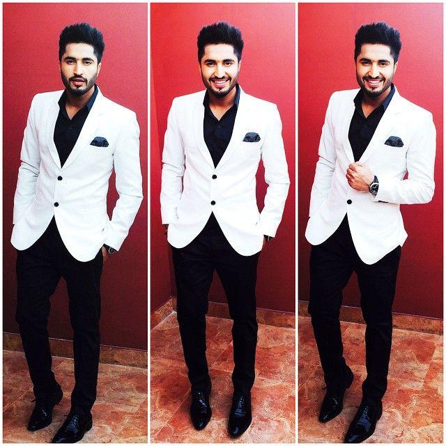 #PTC_Punjabi_Film_Awards2015  kal raat menu meri lyf da Pehla award milea #best_debut_actor .. #feelingblessed  thnks to baba Ji nd thoda sbda v dilo thnks mere kam nu pyar den lyi .i promise k main apne vllo Har ik try krda rahunga chnga kam krn di ta k thode ❤️ vch apni jgha bnayi rhka  #jassigill #happy #blessed