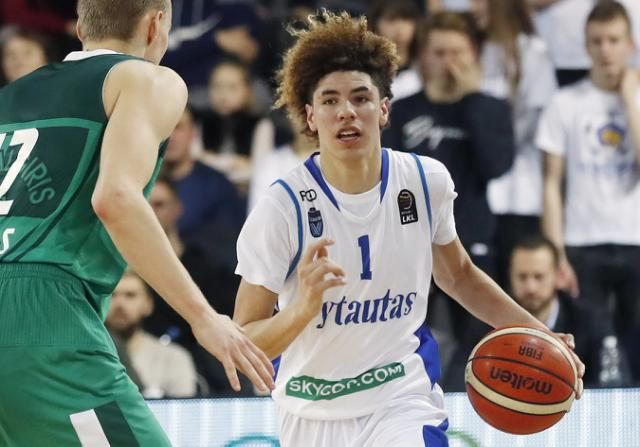Lamelo Ball Slaps Opponent During Brawl In Return To Lithuania Lamelo Ball Lonzo Ball Nba Coaches