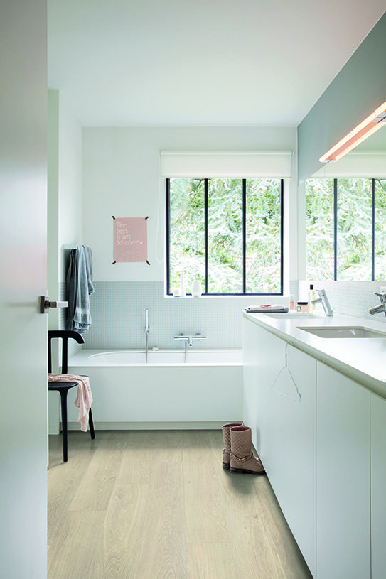 Quick-Step Livyn Flooring - Pulse 'Sea breeze oak beige'  (PUCL40080) in a modern bathroom. To find more bathroom inspiration, visit our website: https://www.quick-step.co.uk/en-gb/room-types/choose-the-perfect-bathroom-flooring #salledebains #badkamer