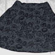 Rock grau-schwarz Rosen Gr. 42/44.  In Handarbeit hergestellte Ware von Ra-Mi-Fashion-Dreams. Jedes Teil ein Einzelstück. Stöbern Sie gerne in meinem Online-Shop und kaufen schöne Handmade Ware. Damenmode, Einzelstück, Handmade