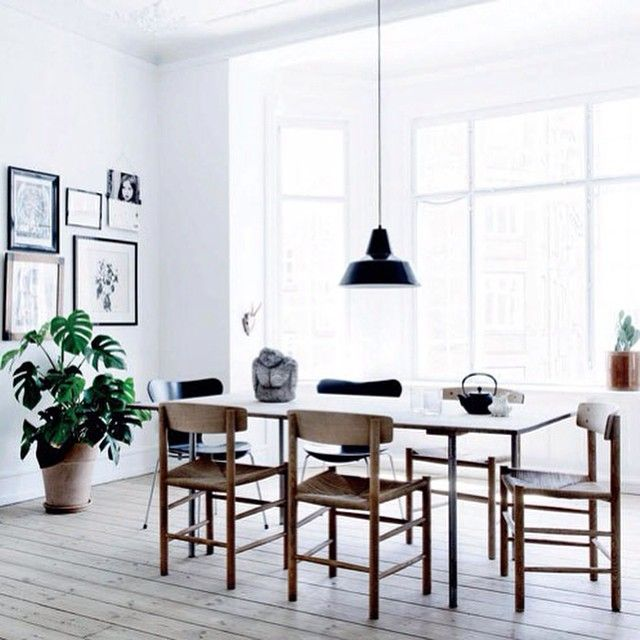 Home of Karen Maj Kornum. Like the J39 chair by Børge Mogensen for Fredericia Furniture. Classic design since 1940! Photo Line Thit Klein (Elle DK) via nordicdesign.ca #børgemogensen #borgemogensen #danishdesign #anotherballroom #fredericiafurniture