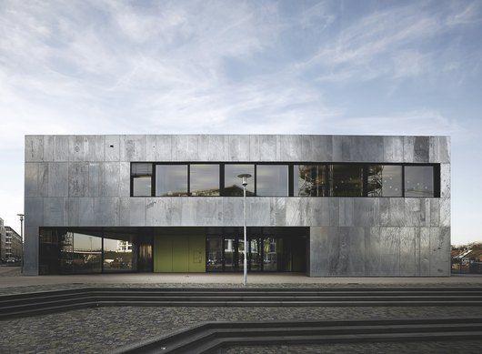 Feuerverzinkte fassade grundschule am wasserturm in for Design karlsruhe
