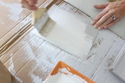 whitewashing or pickling wood technique