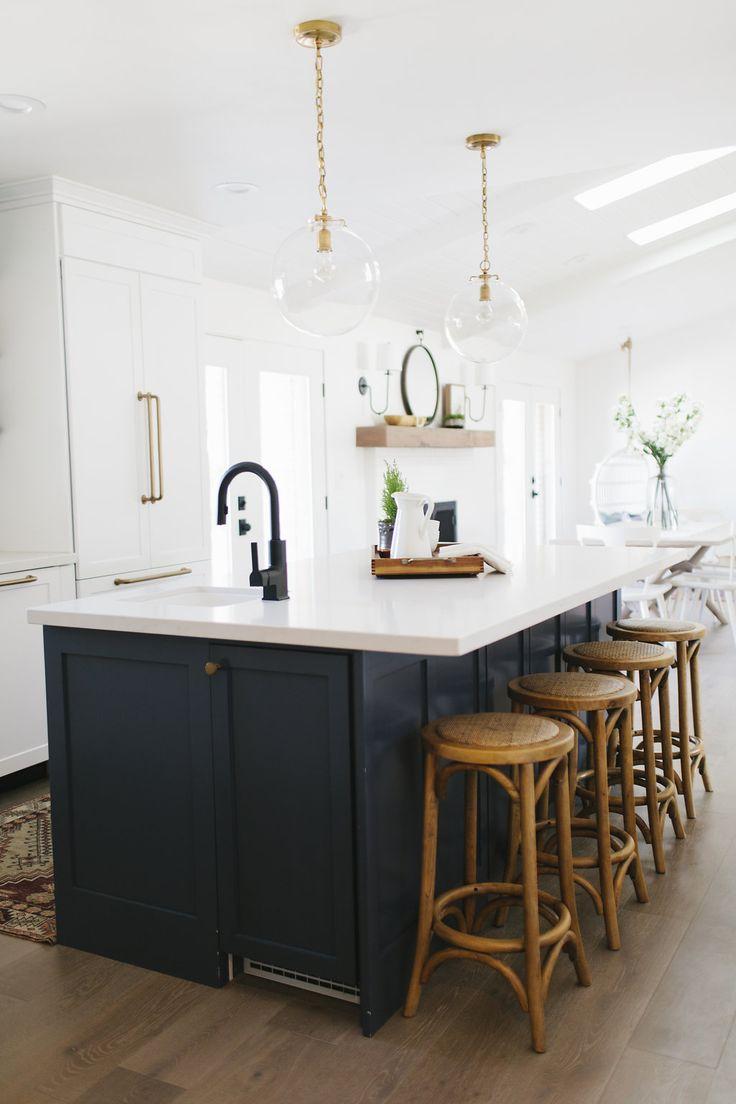 Best Gorgeous Kitchen Dark Island White Perimeter 400 x 300