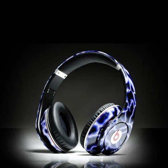Monster beats by dre studio lightning headphones    http://www.saleheadphone2u.com/monster-beats-by-dre-studio-lightning-headphones.html