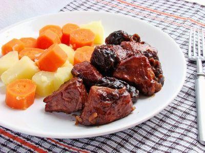 Телятина с черносливом и курагой | Идеи для блюд, Тушеная ...