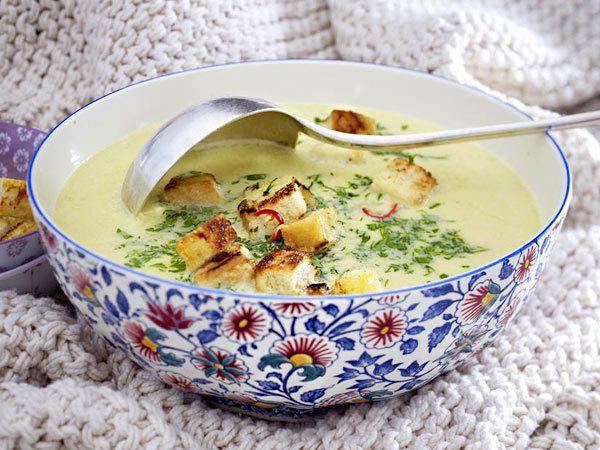 Suppenrezepte - heiß geliebt, gern gelöffelt - wirsing-parmesan-suppe  Rezept