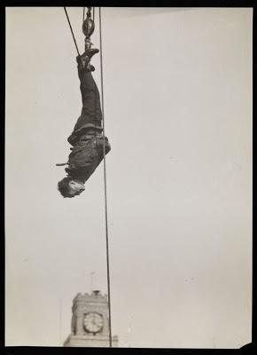 Harry Houdini | Times Square, 1915.