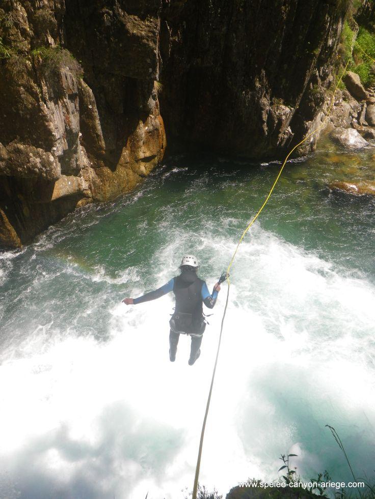 Saut guidé dans le superbe canyon de l'Artigue (Ariège - FR) http://www.speleo-canyon-ariege.com/activites/initiation-canyon/canyon-de-l-artigue
