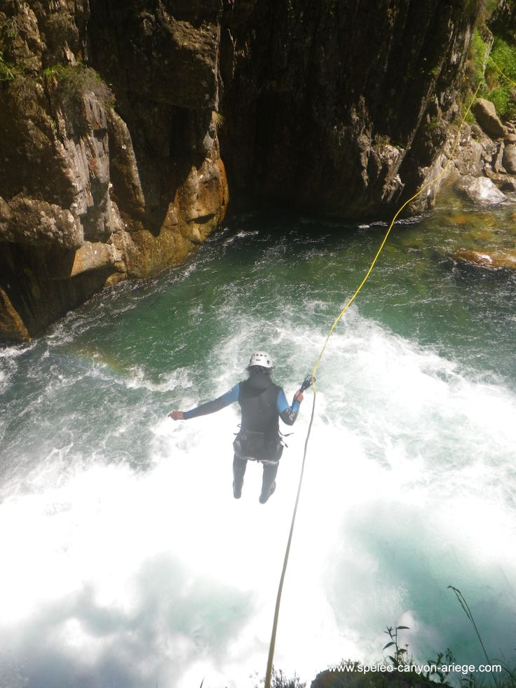 Saut guidé dans le superbe canyon de l'Artigue (Ariège - FR) http://www.speleo-canyon-ariege.com/activites/initiation-canyon/canyon-de-l-artigue