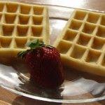 Aceasta reteta de waffe e incredibila!!! E reteta de baza, simpla, dar si cea mai gustoasa :) Le puteti servi cugem, frisca, piure de fructe... inghetata :P  Ingrediente pentru 4 porti...