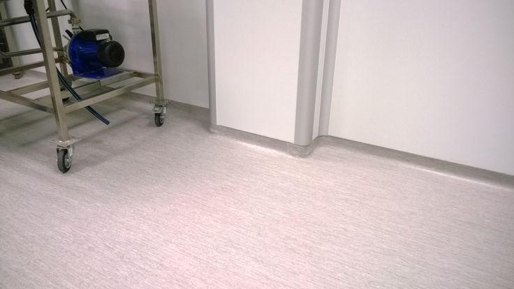 Colober, pavimentos ligeros, S.L.: Instalación de pavimento vinílico Tarkett Optima en laboratorio