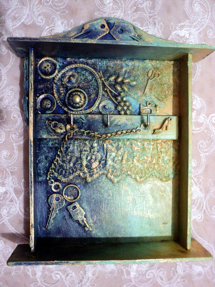 открытый ящик для ключей