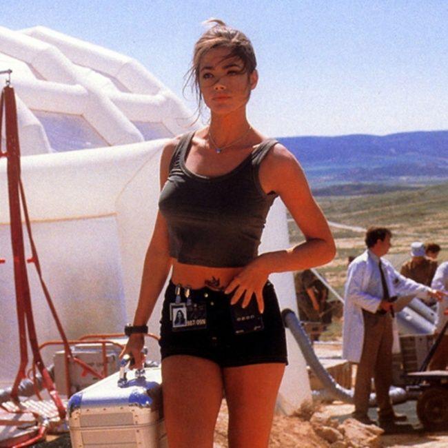 Девушки Бонда 1999 год. Дениз Ричардс в образе Крисмас Джонс