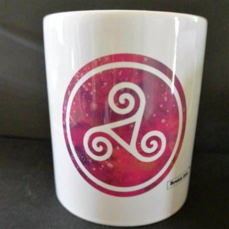 Mug Triskell rose délavé moderne imprimé en Bretagne
