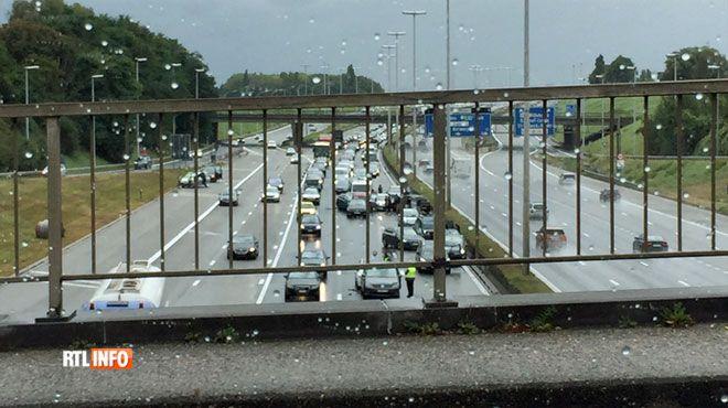Cauchemar sur le ring de Bruxelles et sur la E411 vers la capitale plusieurs heures de perdues - RTL info