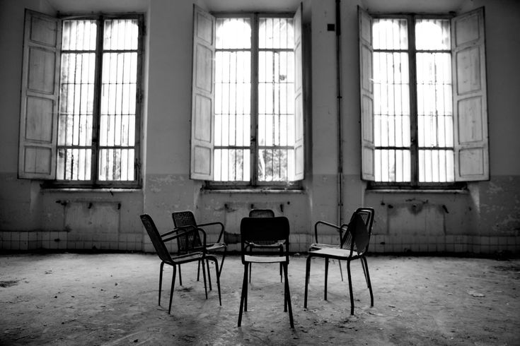 """""""Prigioni della mente"""": un viaggio fotografico, a cura di Ivan Agatiello, nei manicomi abbandonati. http://www.organiconcrete.com/2016/05/16/prigioni-della-mente-un-viaggio-fotografico-a-cura-di-ivan-agatiello-nei-manicomi-abbandonati/"""