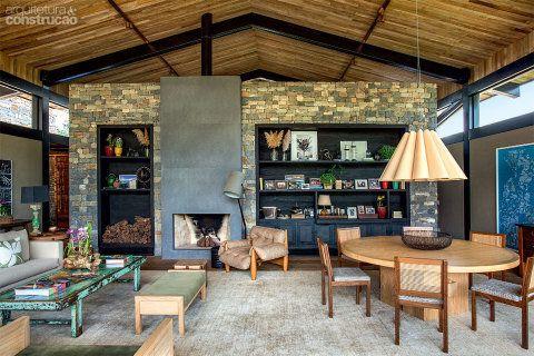 Madeira no piso e no teto traz acolhimento à vivendo de campo