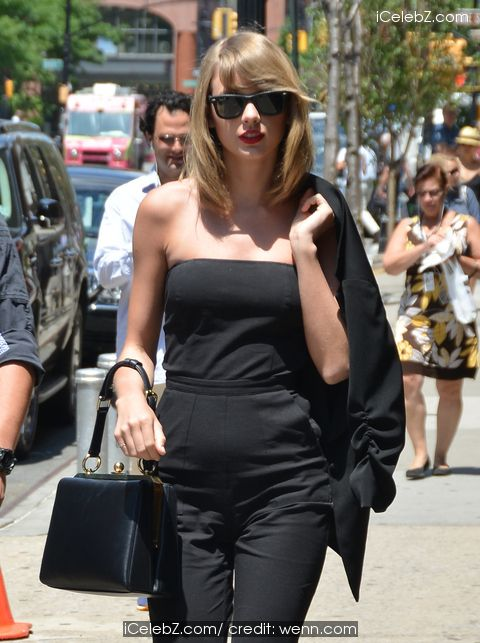 Taylor Swift  spotted out in New York wearing all black carrying the Dolce & Gabbana 'Sara Handbag' http://icelebz.com/events/taylor_swift_spotted_out_in_new_york_wearing_all_black_carrying_the_dolce_gabbana_sara_handbag_/photo2.html