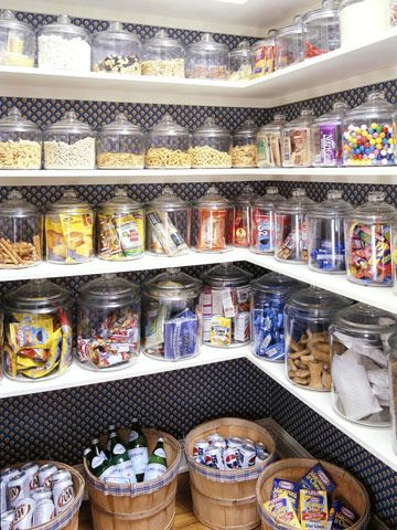 This pantry is beautiful !
