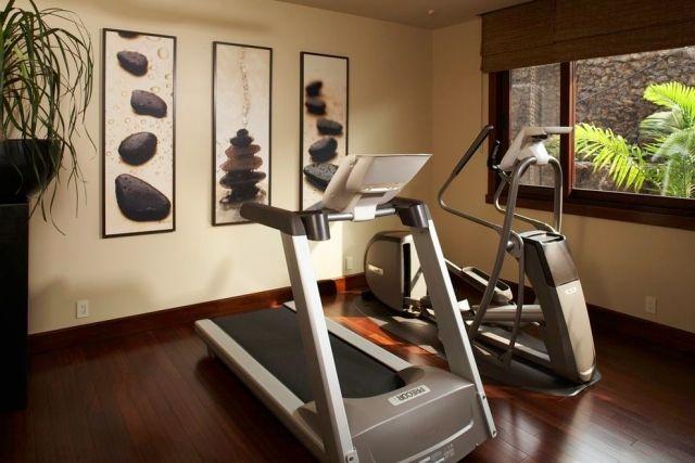 Fitnessraum einrichten  home-gym-einrichten-zen-ambiente-holzboden-beige-wandfarbe-deko ...