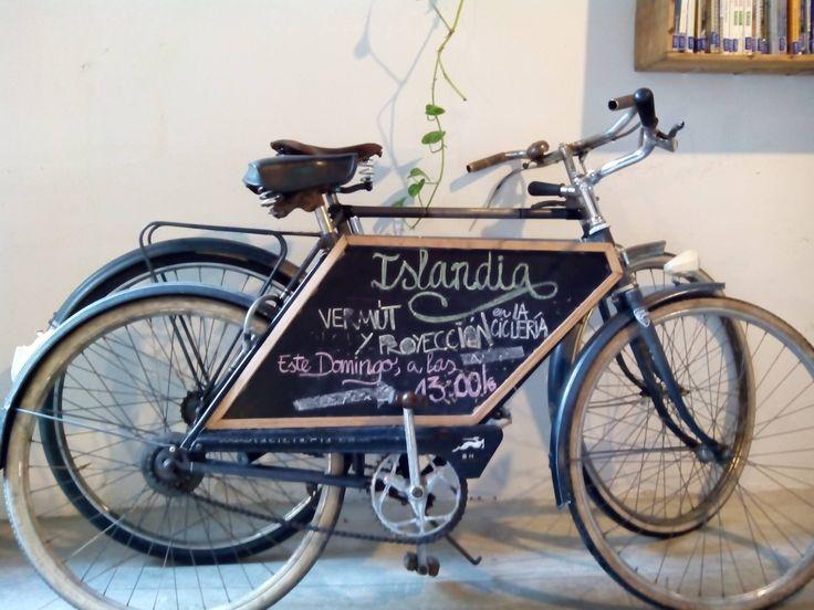 La Ciclería es un proyecto basado en la economía social y la bicicleta, promovido como herramienta de autoempleo y cuyo origen se remonta a varios movimientos ciclistas zaragozanos como Recicleta, el Colectivo Pedalea o Mensajería La Veloz.