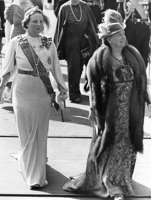 Miss Honoria Glossop: Crown Princess Juliana and Queen Wilhelmina of the Netherlands