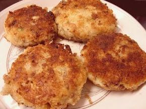 Fried Mackerel patties! Yum....as a child it was my favorite breakfast food! Mackerel is a very oily fish. It helps to reduce the blood pressure helps ease migraine, arthrosis and arthritis.