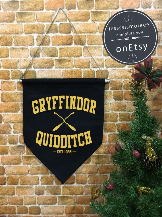Bannière de quidditch de Gryffondor Harry Potter par Lessssismoreee