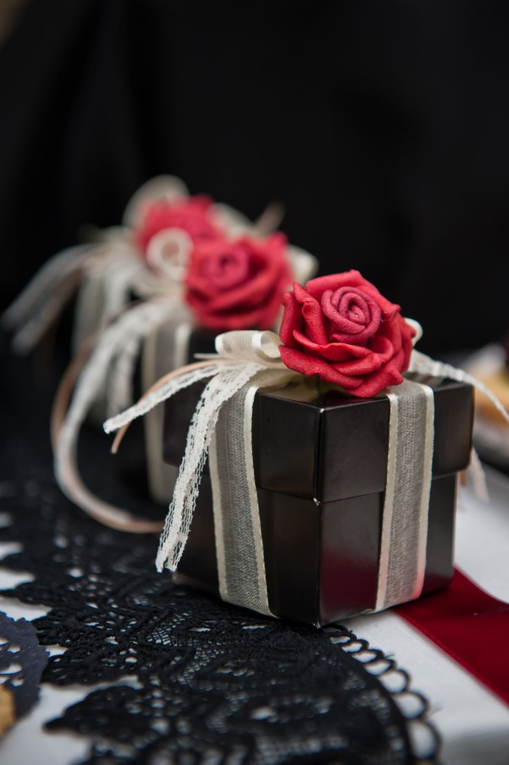 Gothic inspired, Gothic style favours.  Black favour boxes, red roses, vintage style lace, Alternative weddings, Celebrations.  http://www.frenchmade.co.uk