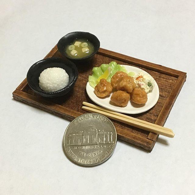 #唐揚げ定食 #唐揚げ #ポテトサラダ #ごはん #味噌汁 #割り箸  #和食 #日本食 #定食 #セットメニュー #karaage #friedchicken #potatosalad #rice #misosoup  #chopsticks #washoku #japanesefood #setmeal 🍗🍚 #claywork #handmade #miniature #miniaturefood  #fakefood