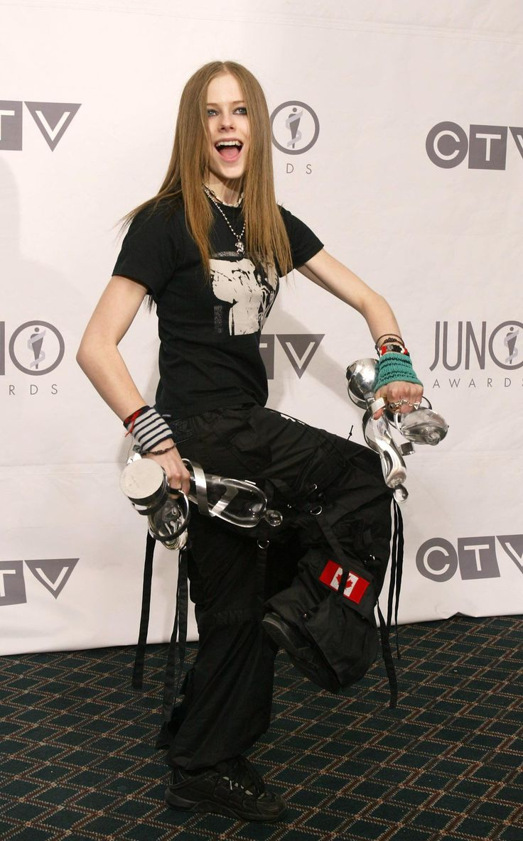 Juno Awards - 5 Abril 2003 - 05 - AvrilPix Gallery - The best image, picture and photo gallery about Avril Lavigne - AvrilSpain.Com
