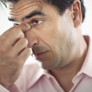 Definición de Sinusitis Inflamación de la mucosa de un seno, de la cara especialmente. Se distingue una sinusitis frontal, maxilar, etmoidal y esfenoidal según la localización de la inflamación. Causas de la Sinusitis